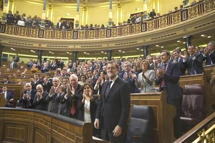 NEW SPANISH PRIME MINISTER IS INVESTED BY ABSTENTION