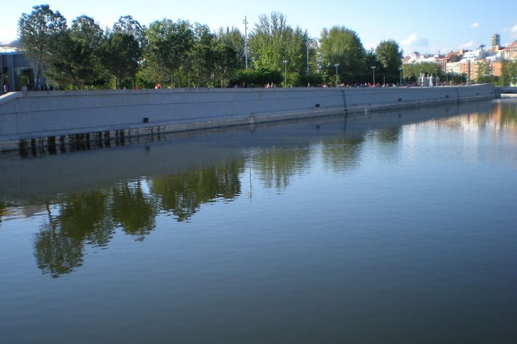 ON THE BANKS OF RIO MADRID