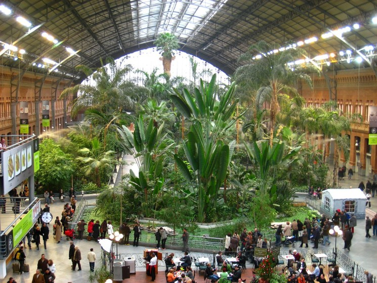 """USE THE BATHROOM ATOCHA STATION COST 60 CENTS FROM NOVEMBER"""