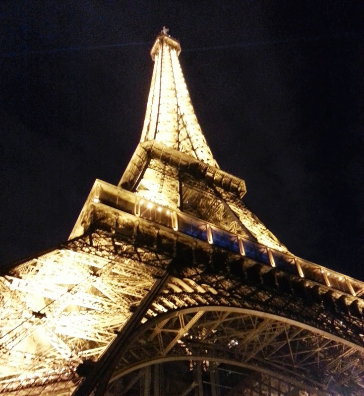TOURISTS BEWARE, SNAPPING NOCTURNAL PICTURES OF THE EIFFEL TOWER IS ILLEGAL!