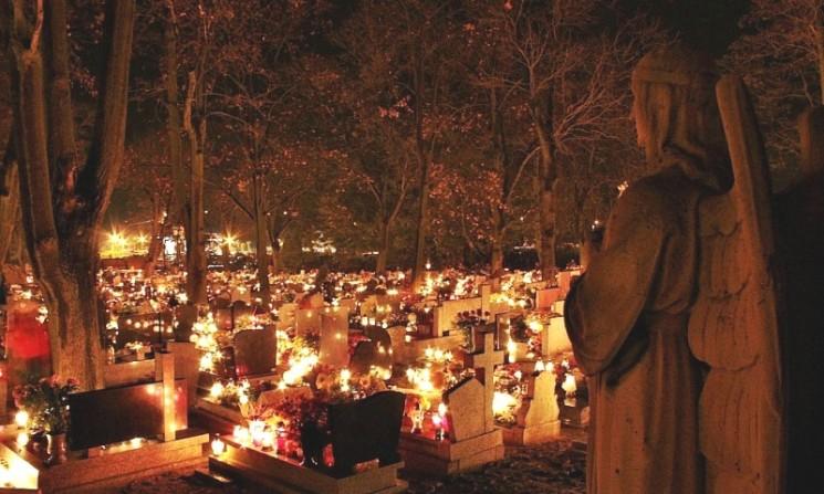 TODOS LOS SANTOS: Lights in the Graveyard
