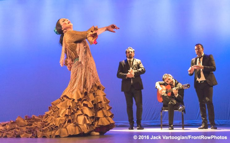 Flamenco's La Lupi in a Riveting RETOrno to Roots