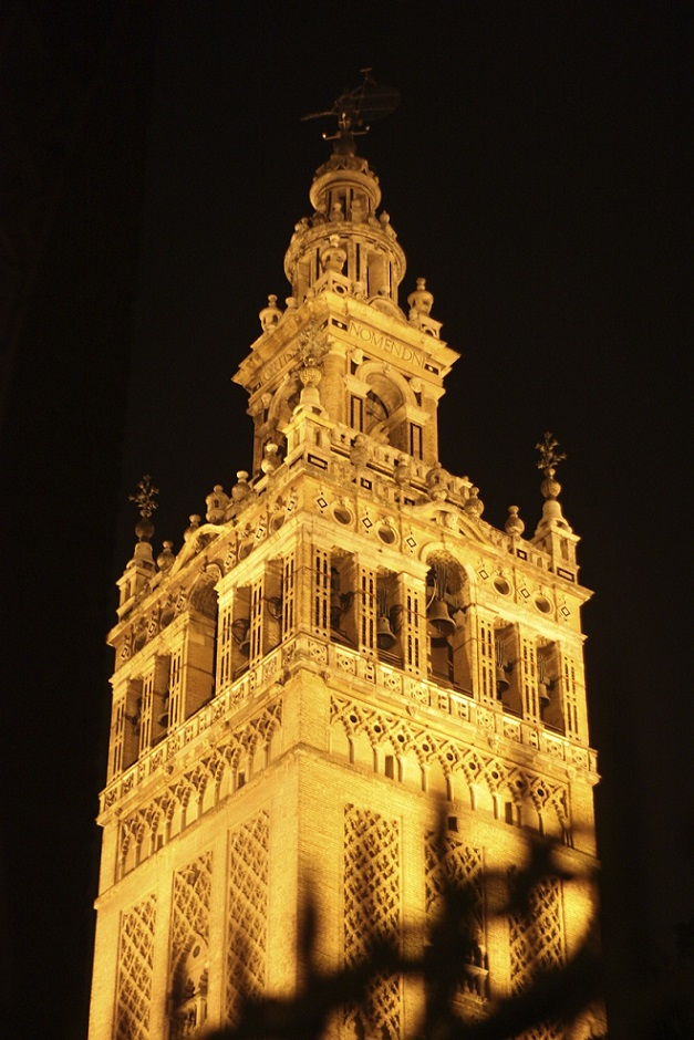 THE GIRALDA WAVED TO ME