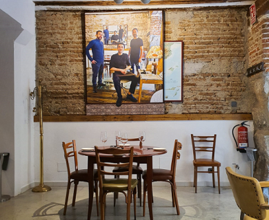 """PAINTER MANUEL DE LA MATA PAYS TRIBUTE TO ONE OF THE BEST AND """"SMALLEST"""" RESTAURANTS IN MADRID"""