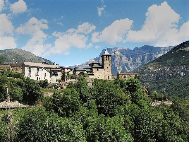 HIT THE ROAD TO THE PYRENEES — III: Go from Olite to Jaca